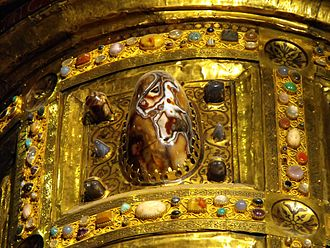 Ambon of Henry II - Detail: the ancient agate bowl