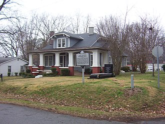Roots: The Saga of an American Family - Alex Haley's boyhood home and his grave beside the home (2007)