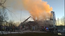 Tiedosto:Historic vicarage on fire in Kempele.ogv