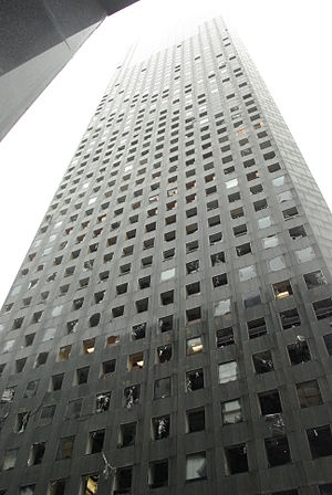English: Damage to the JP Morgan Chase Tower a...