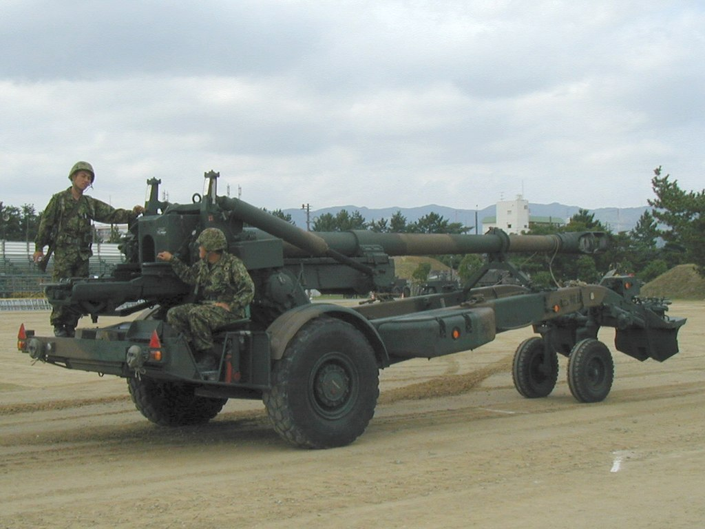 1024px-Howitzer_FH70_01.jpg
