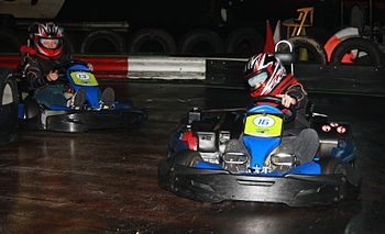 English: Indoor kart racing Nederlands: Indoor...