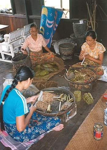 English: Preparation of cheroot cigars, Inle L...