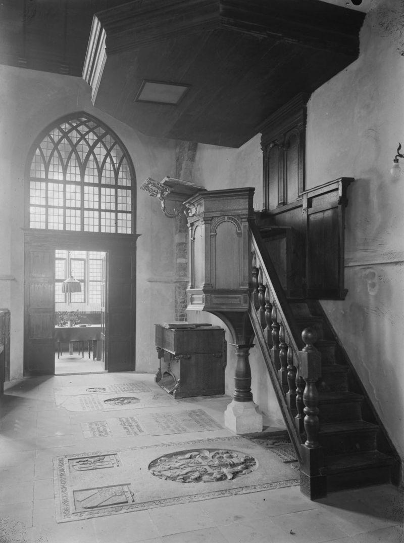 Kleine kerk in voorhout monument for Colijn interieur