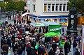 Jürgen ist hier, und Du ... Bündnis 90 Die Grünen, Jürgen Trittin und Publikum vor der Kröpcke-Uhr in Hannover, Wahlkampfrede zur Bundestagswahl 2013.jpg