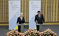 Jadranka Kosor in Borut Pahor med izjavo za medije 2010-03-20.jpg