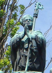 Jakob Ulfsson som statue ved Uppsala domkirke.   Skulptur af Christian Eriksson (1858-1935)