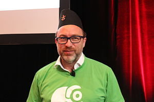 Dhaka topi - Wikipedia's co-founder Jimmy Wales wearing a Bhaad-gaaule topi during closing ceremony of Wikimania-2015, at Mexico City, Mexico