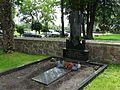 Juodaičiai, kunigo kapas.JPG
