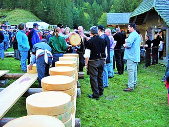 Sigriswil - The annual Käseteilet (Cheese sharing) in Justistal to celebrate the end of summer and heading to the valleys to over-winter cattle.