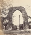 KITLV 100546 - Unknown - Quwwat-ul-Islam mosque and minaret of the Qutb complex in Delhi, British India - Around 1870.tif