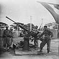 KNIL-militairen poseren bij afweergeschut, Bestanddeelnr 10979.jpg