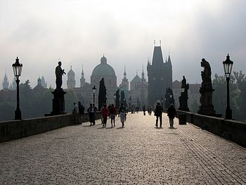 English: Charles Bridge in Prague. Español: Pu...