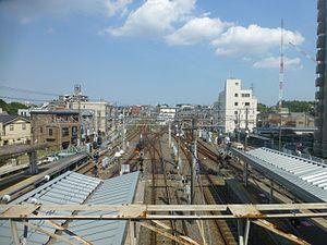 Keisei Tsudanuma Station - Image: Keisei tsundanuma station platforms above july 11 2016