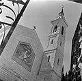 Kerk van de Visitatie met links een mozaïek, Bestanddeelnr 255-0432.jpg