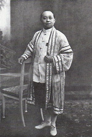 Vajiravudh - King Vajiravudh wearing the khrui of a barrister-at-law