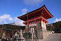 Kiyomizudera temple Niomon.jpg