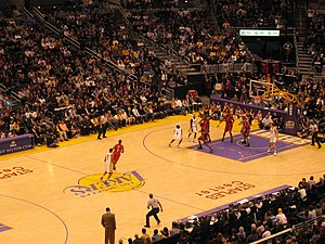 Kobe Bryant of the Los Angeles Lakers scores 8...