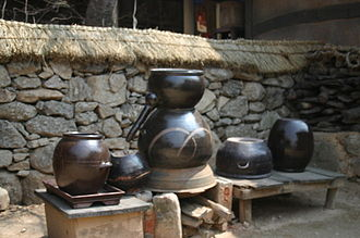 Soju - Sot (cauldron), soju gori (distilling appliance), and different hangari (earthenware pots) for making traditional soju