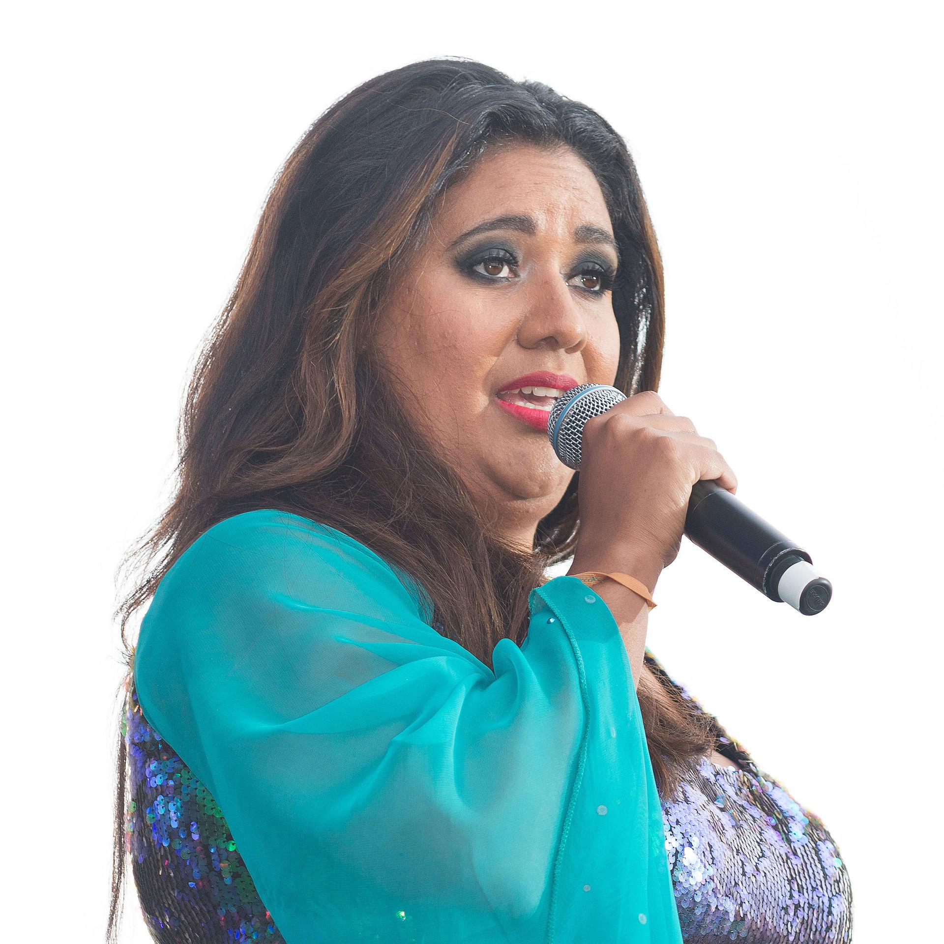 Category:English female singers - Wikipedia