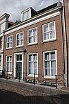 foto van Pand met vijf ramen brede lijstgevel