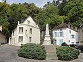 La Roche-Guyon (95), place du cloître Saint-Samson.JPG