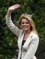 Current Miss America Lauren Nelson wearing her crown