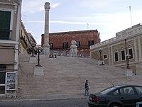 Le colonne della Via Appia a Brindisi.jpg
