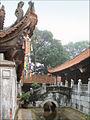 Le pont de pierre de la pagode But Thap (4372020751).jpg