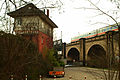 Leinhäuser Weg Blick in Richtung alte Eisenbahnbrücke über die Schaumburgstraße ICE.jpg