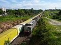 Locomotiva de comboio que passava sentido Guaianã pelo pátio de cruzamento Itaici em Indaiatuba - Variante Boa Vista-Guaianã km 223-224. À esquerda, comboio parado sentido Boa Vista. - panoramio.jpg