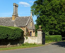 Lodge at the entrance to Rousham Park-geograph-4522914-by-Mat-Fascione