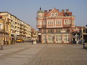 Lom (town) - Image: Lom main square