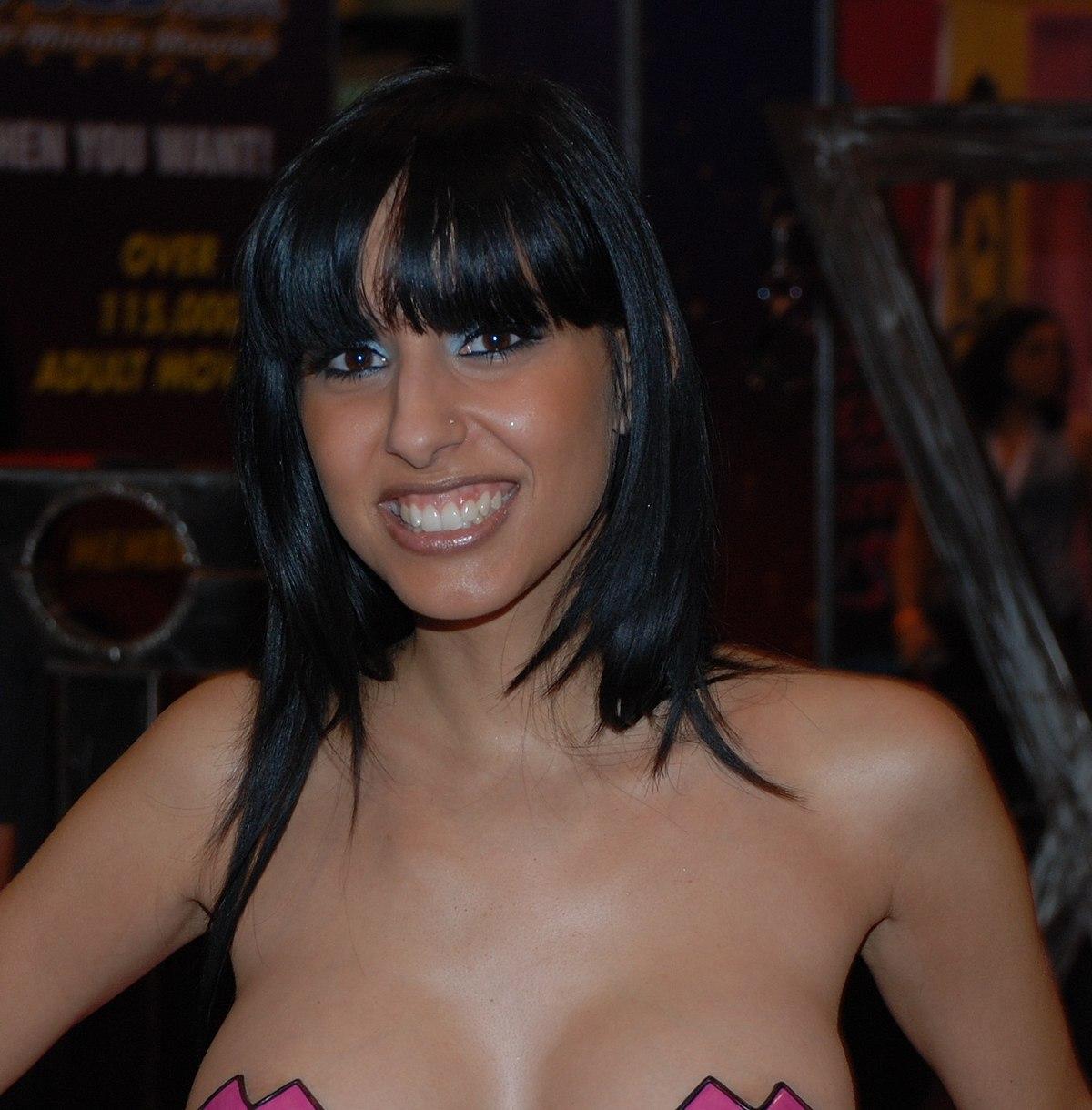 Premier porno pour une jeune fille a gros seins - 3 part 3