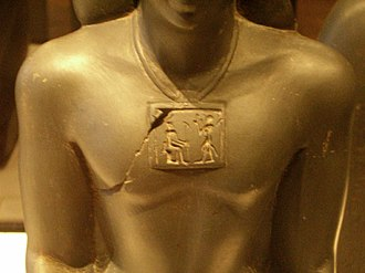 Pectoral (Ancient Egypt) - Louvre statue with pectoral