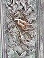 Lucertola portafortuna sulla porta del Duomo di Pisa.jpg