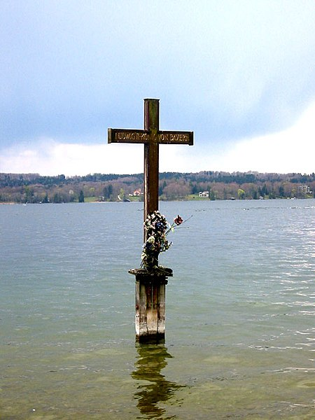 File:Ludwig II Memorial Cross Lake Starnberg.jpg