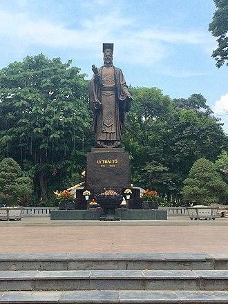 Lý Thái Tổ - Ly Thai To statue, Hanoi, Vietnam.