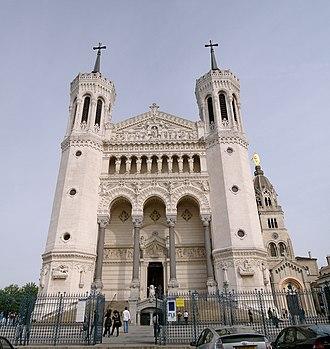 Fourvière - Image: Lyon Basilique de Fourvière Front view