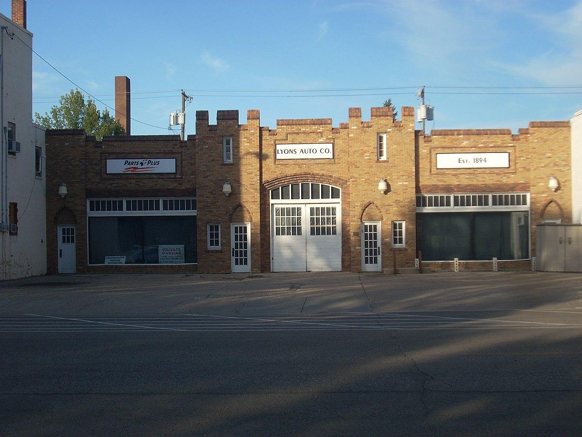 Lyons garage grand forks north dakota wikipedia for Garage infiniti lyon