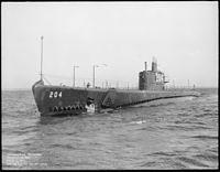 Mackerel (SS204). Port bow, 03-22-1941 - NARA - 513037.jpg