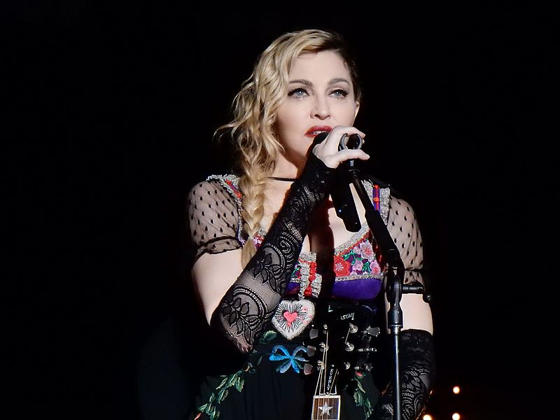 Archivo:Madonna Rebel Heart Tour 2015 - Stockholm (23051472299).jpg