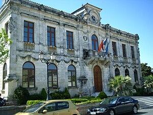 La mairie de Vauvert (Gard)