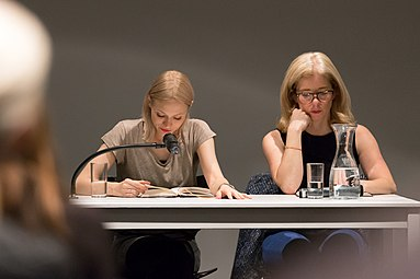Mavie Hörbiger Anne Philippi Buchpräsentation Giraffen Wien 2015 d.jpg