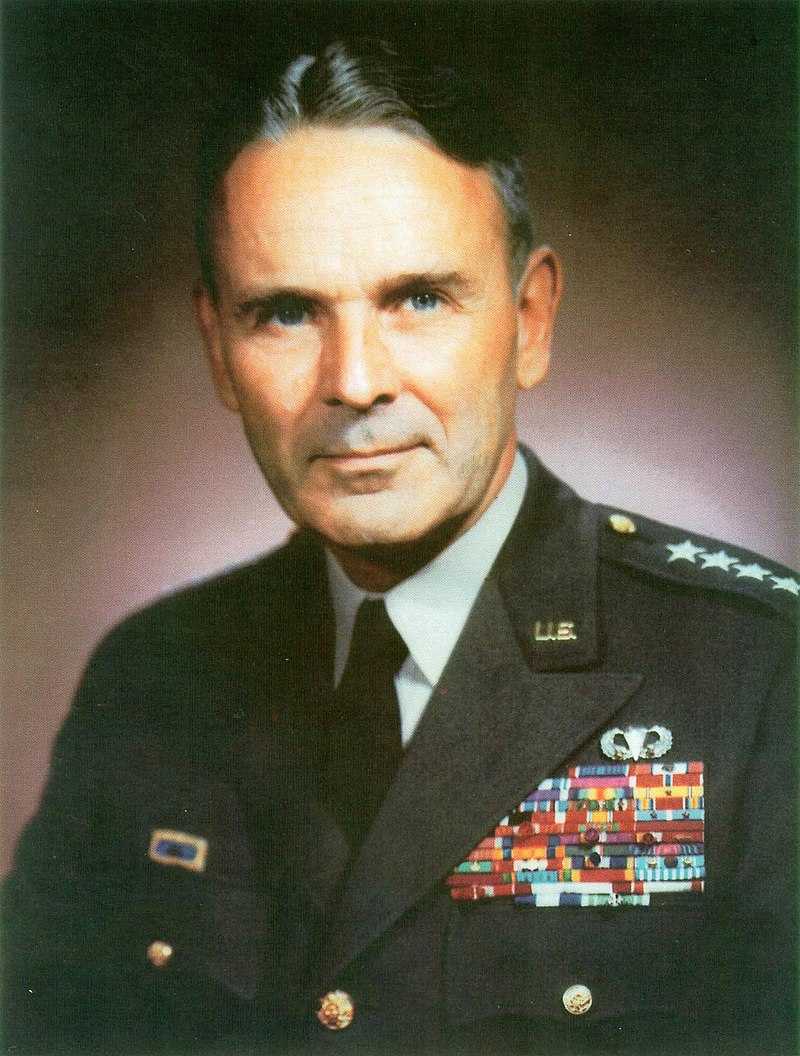 Maxwell D Taylor official portrait.jpg