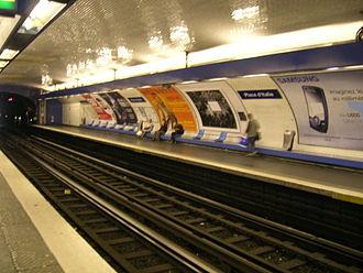 Place d'Italie (Paris Métro) - Image: Metro 6 Place d Italie quais