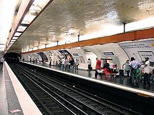 Belleville (Paris Métro) - Image: Metro de Paris Ligne 2 Belleville 01