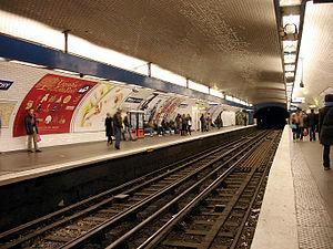 Place de Clichy (Paris Métro) - Image: Metro de Paris Ligne 2 Place de Clichy 01