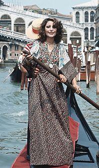 Mia Martini in gondola a Venezia nel settembre del 1973