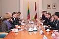 Ministru prezidents Valdis Dombrovskis tiekas ar Lietuvas parlamenta priekšsēdētāju Vīdu Ģedvilu (8266002467).jpg